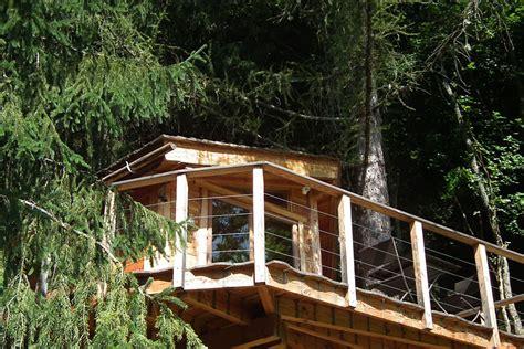 cabane dans la chambre la cabane dans les arbres hébergement insolite dans la