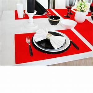 Schwarz Weiß Kontrast : tisch deko ideen zum weihnachtsfest kontrast mit rot schwarz wei tischw sche ~ Frokenaadalensverden.com Haus und Dekorationen