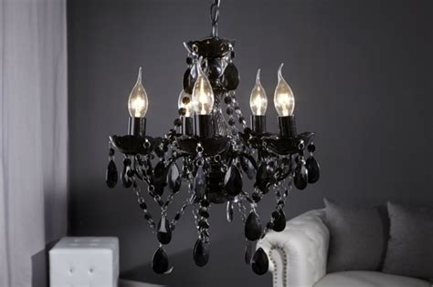 comment décorer ma chambre à coucher comment adopter le lustre baroque dans l 39 intérieur de votre maison archzine fr