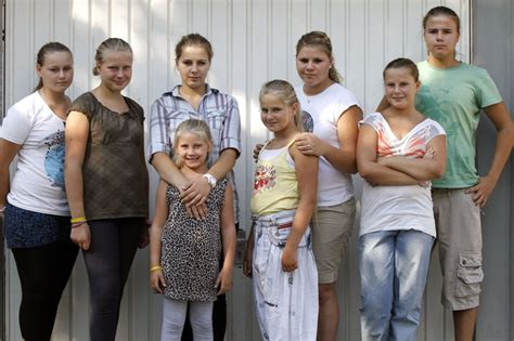 eine große familie die wollnys eine schrecklich gro 223 e familie bilder seite 3 tv wunschliste