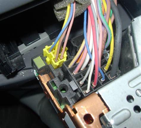 siege peugeot 206 problème pour changer mon autoradio scenic 2 connectiques