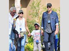 EGO Sandra Bullock e o filho aproveitam parque em