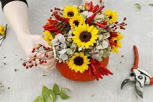 The, Best, Flowers, For, A, Thanksgiving, Centerpiece