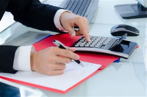 comptable en entreprise ou en cabinet comment devenir assistant comptable ou aide comptable compta facile