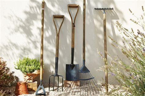 Garden Decorations B Q by Building Landscaping Tools Buying Guide Help Ideas