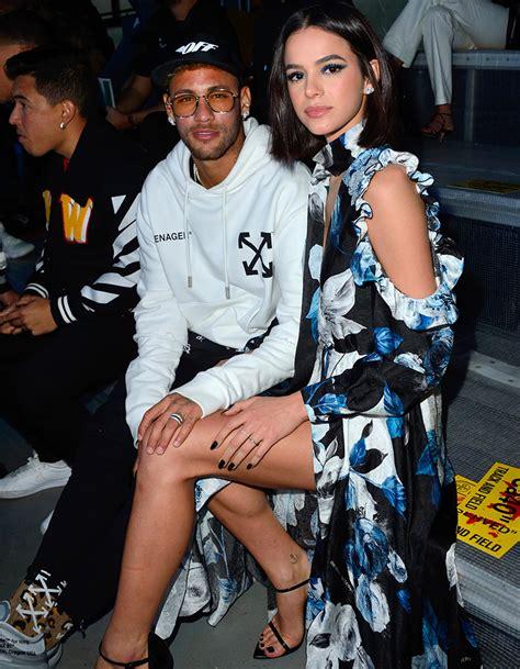 neymar  sa petite amie bruna marquezine tres amoureux