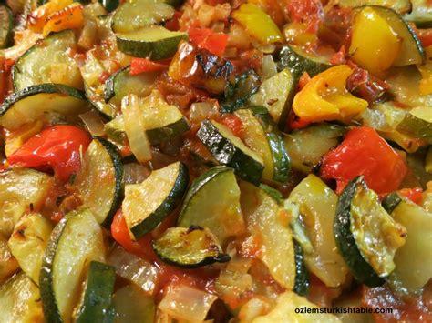 baked zucchini pepper onion garlic in tomato sauce