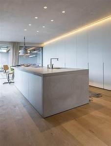 Holzdielen In Der Küche : betonk che mit arbeitsplatte und bulthaup b3 kochinsel hochschr nke ~ Markanthonyermac.com Haus und Dekorationen