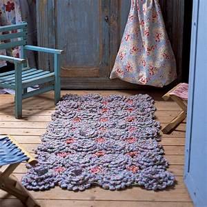 Tapis Descente De Lit : tapis descente de lit fleurs en crochet marie claire ~ Teatrodelosmanantiales.com Idées de Décoration