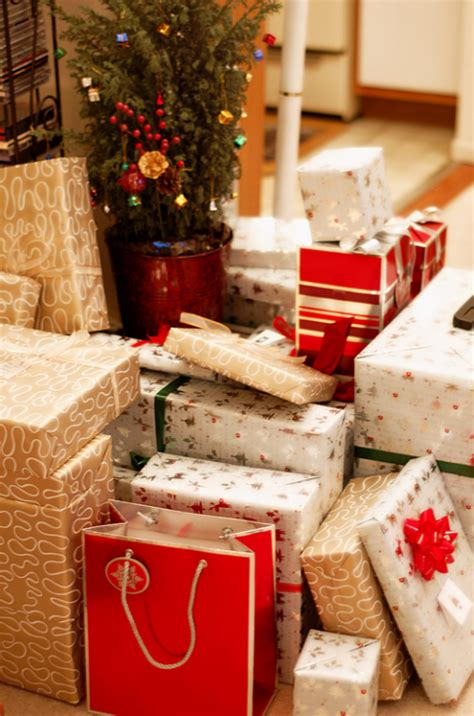 bunch  christmas presents pictures   images