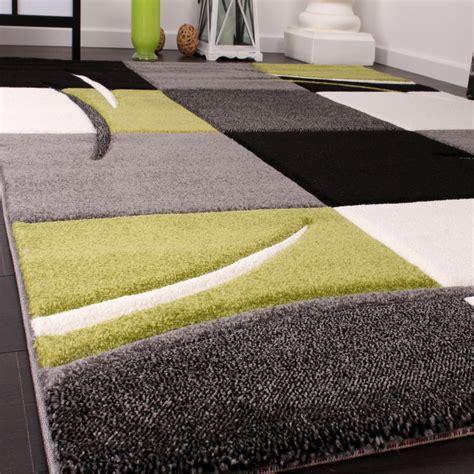 tapis de cr 233 ateur aux contours d 233 coup 233 s 224 carreaux en vert noir tapis tapis poil ras