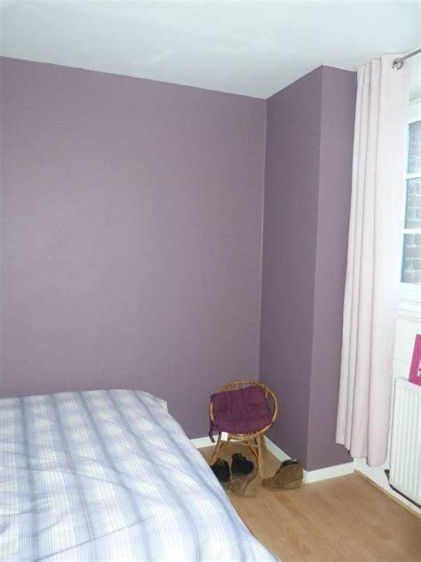 chambre lilas et gris relooker une chambre mur et meuble stéphanie et
