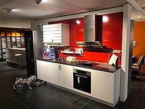 Küchen Mit Glasfront : global k chen musterk che glasfront weiss 1 zeile mit r ckwandverkleidung standk hlschrank ~ Watch28wear.com Haus und Dekorationen