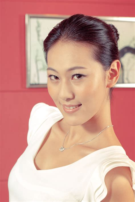 File:Chinese model with a bright smile (6759425553).jpg