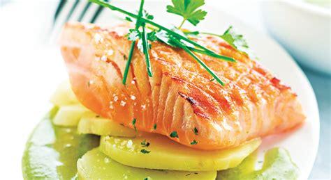 cuisiner un filet de saumon recette rapide et facile pavé de saumon grillé à l unilatérale