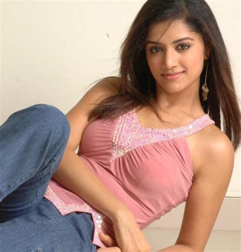 Southindian Actress Gallery Mamta Mohandas Sexy Boob