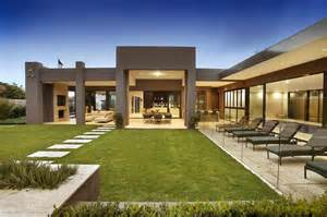 Home Interior Design Melbourne Luxury Melbourne Home With Pillared Entry And Interior Courtyards