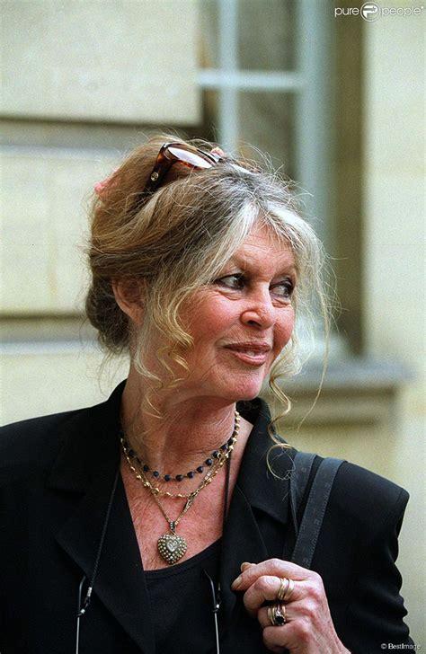 Une vie au service d'une cause. Brigitte Bardot et son cancer du sein : ''Je l'ai traité avec mépris'' - Purepeople