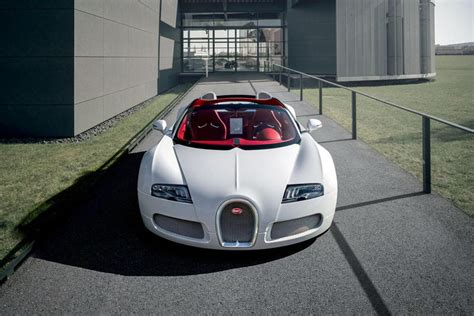 In 2011, bugatti began to expand this recipe for success in the field of women's clothing. Bugatti Veyron Grand Sport Wei Long | HYPEBEAST
