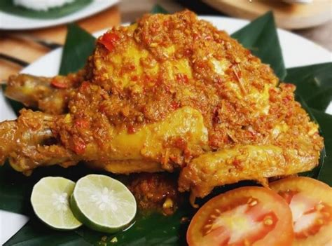 Ketika kuahnya sudah hampir habis, anda bisa mengangkat ayamnya. Ayam Betutu, Kuliner Warisan Budaya Tak Benda di Indonesia