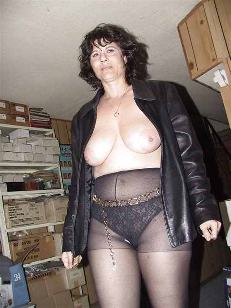 Mature Bitch In Leather 13 Pics