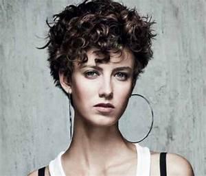 Cheveux Court Bouclé Femme : coiffure cheveux courts boucl s femme ~ Louise-bijoux.com Idées de Décoration