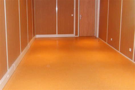 revetement sol cuisine pvc les revêtements de sol pour bureau en lames ou dalles pvc