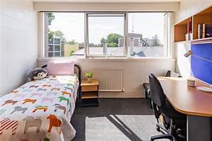 Rooms, International, House