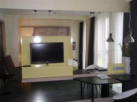 """""""tv An Der Verspiegelten Wand Gegenüber Des Bettes"""" Hotel"""