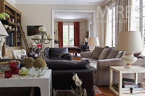 cuisine verriere interieure salon mélange de style avec une cheminée en c0764