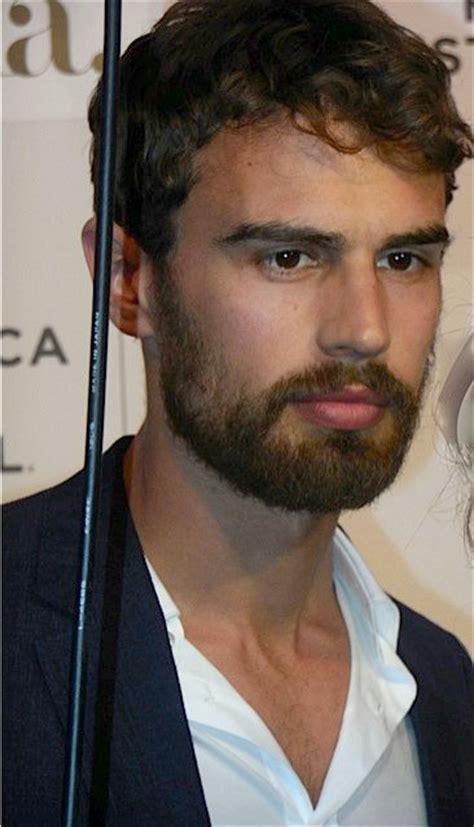 Celebrity Short Beard Styles for 2016   Men's Hairstyles