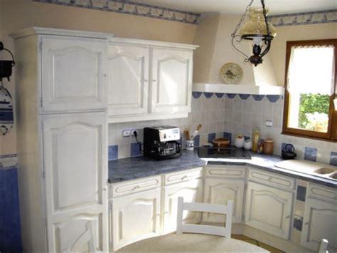 repeindre sa cuisine en chene modele de cuisine en bois repeindre mzaol com