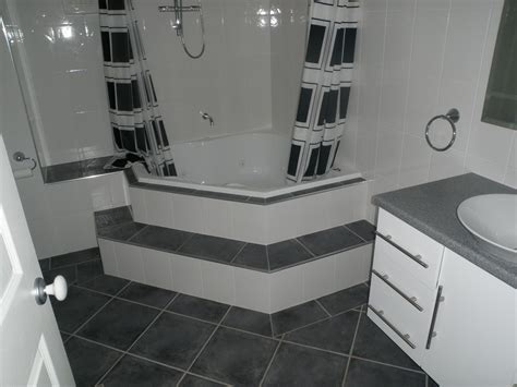 Tile Combinations For Small Bathrooms by Bath Shower Spa Combination With Contemporary Bath Shower