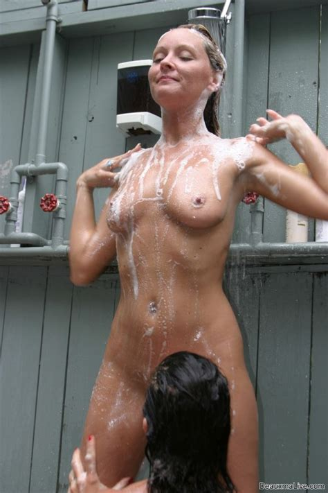 deauxma lesbian dusche