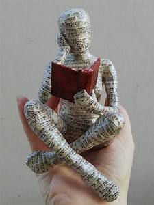 Sculpture En Papier Maché : reading woman papier mache sculpture collectible item ooak sculpture shelf decor cross ~ Melissatoandfro.com Idées de Décoration