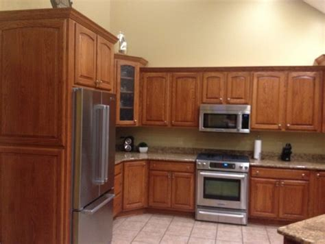 paint or stain oak kitchen cabinets oak kitchen cabinets help what to do stain or paint 9048