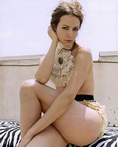 Amy Acker's Legs | Hot and Sexy Celebrity Images | Zeman ...