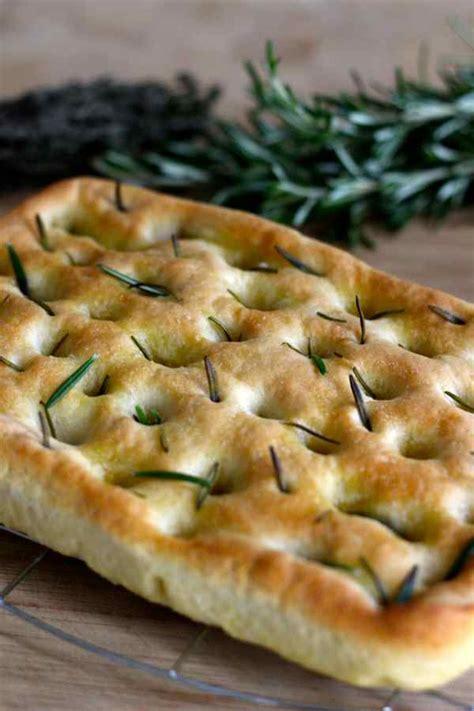 recette de cuisine italienne traditionnelle focaccia di genova recette italienne 196 flavors