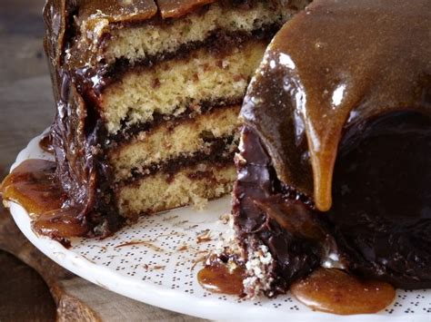 yellow cake with chocolate icing yellow cake with chocolate frosting and caramel top bake 1513