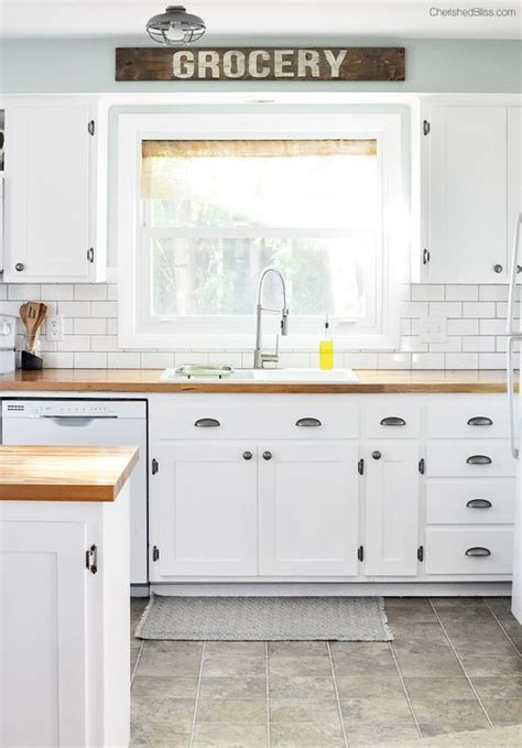 farmhouse kitchen shaker cabinets farmhouse cottage kitchen reveal shaker style white