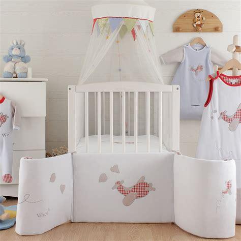 le sur pied chambre bébé couffin en osier sur pied photo lit bebe evolutif