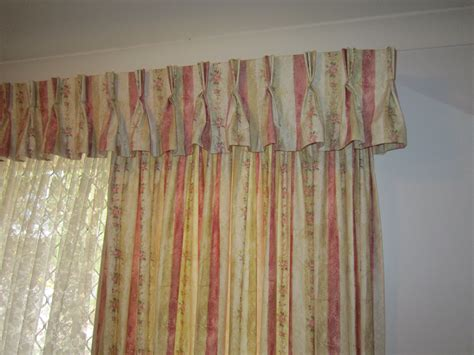 interior pinch pleated drapes with white painting ceiling