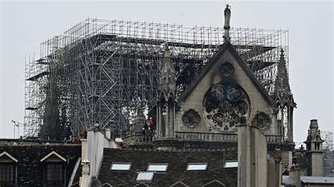 notre dame cathedral fire   minutes  saved notre