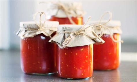 salsa fatta in casa salsa di pomodoro fatta in casa ecco come usarla in 5