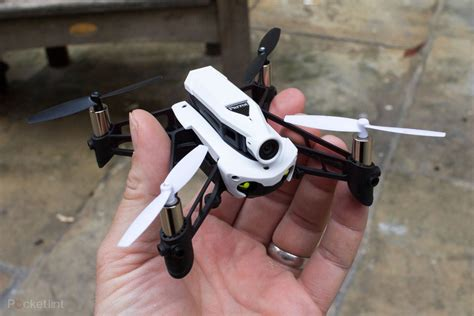 parrot mambo fpv brings  person thrills  minidrone racin
