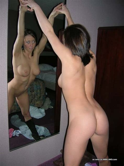 xpics.me - mature nude Pictures of a naked wife posing in a hotel room