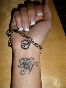 Tattoo Unendlichkeitszeichen Mit Buchstaben : lillya meine buchstaben tattoos von tattoo ~ Frokenaadalensverden.com Haus und Dekorationen