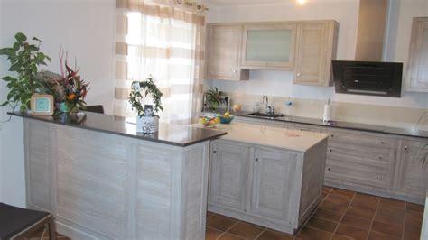 bureau dans une armoire réalisation sur mesure de cuisines ou meubles de cuisine