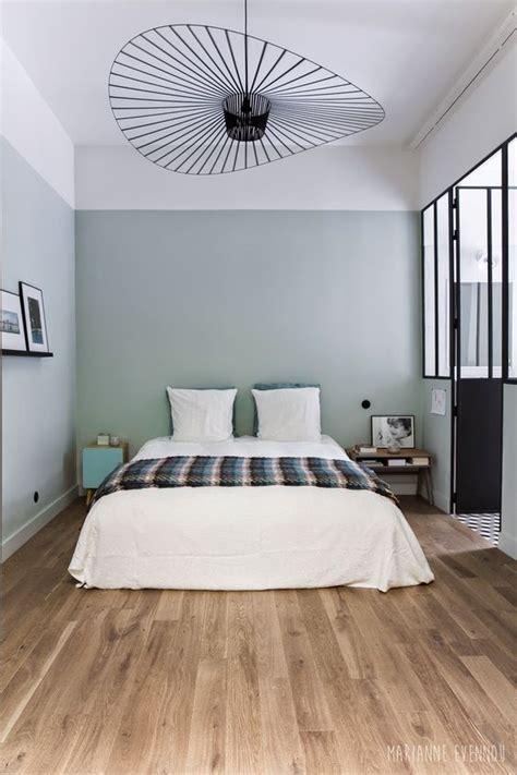 chambre avec verriere une chambre esprit atelier chic murs vert de gris