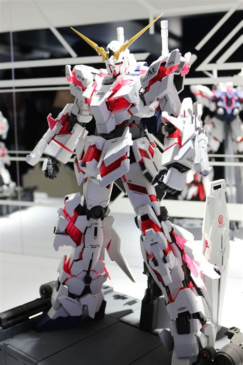 perfect grade rx  unicorn gundam updated collectiondx